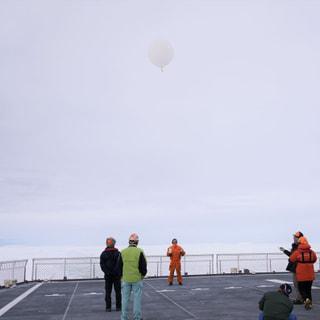 南極海から空へ!船上気象ゾンデ観測